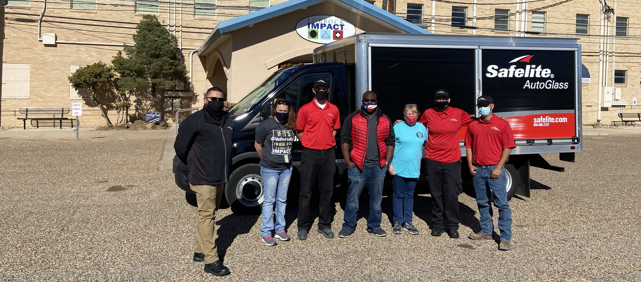 Safelite team gives back to local charity