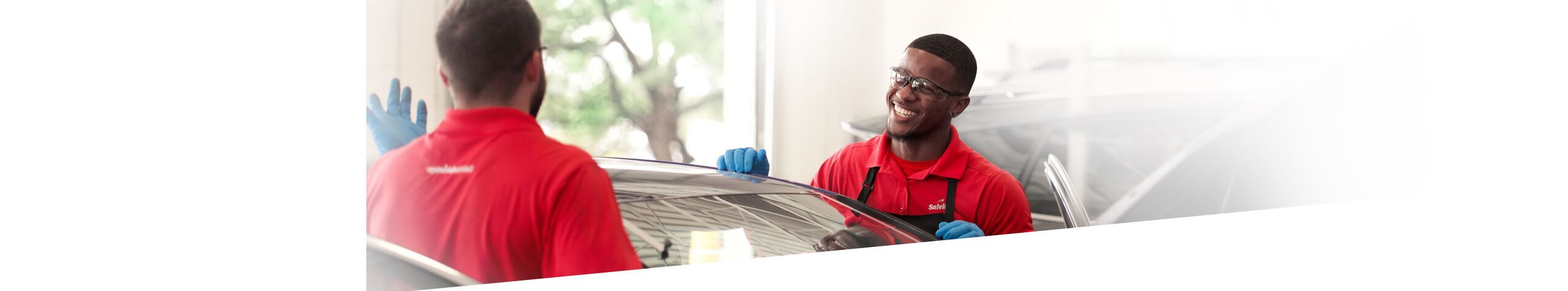 Safelite AutoGlass technician